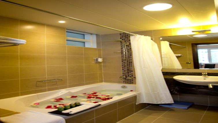 Bathroom at Links Hotel Apartments - Citybase Apartments