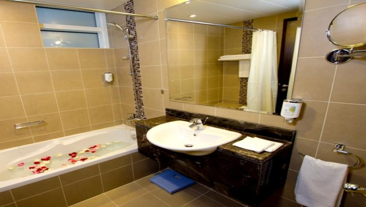 Ideal bathroom at Vision Links Residence - Citybase Apartments