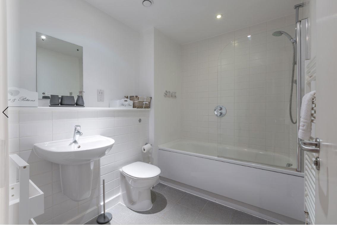 Bath at Castle Quay Apartments, Centre, Bedford - Citybase Apartments