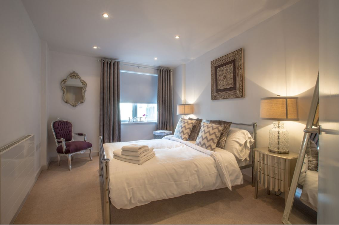 Double bed at Castle Quay Apartments, Centre, Bedford - Citybase Apartments