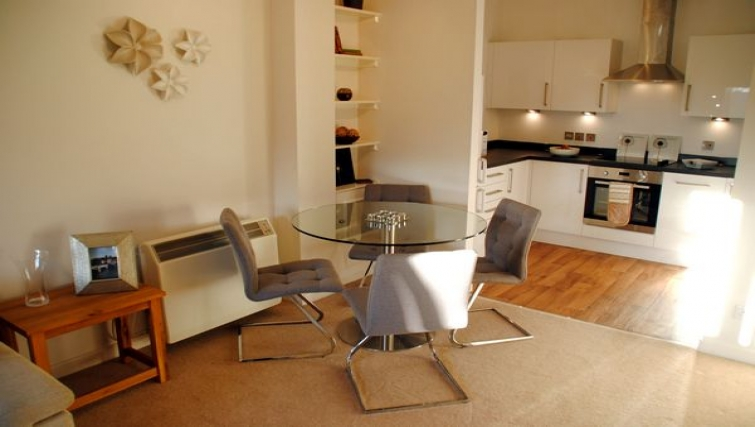 Mature kitchen in The Courtyard Apartments - Citybase Apartments