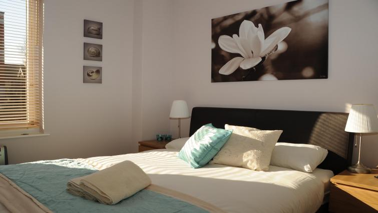 Bright bedroom at The Courtyard Apartments - Citybase Apartments
