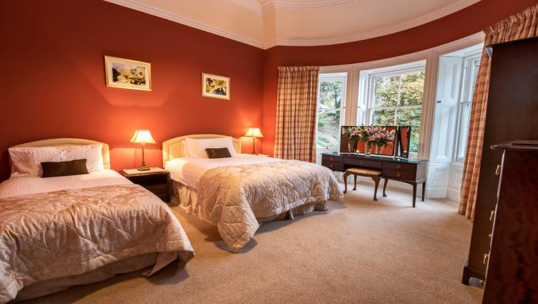 Spacious bedroom at Cleish Apartment - Citybase Apartments