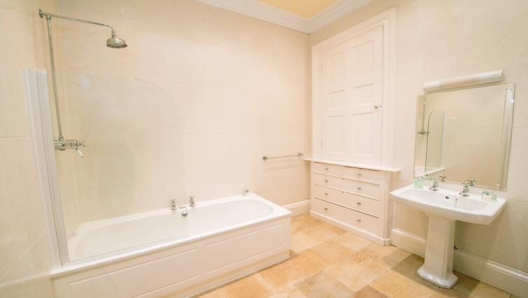 Bathroom at Cleish Apartment - Citybase Apartments