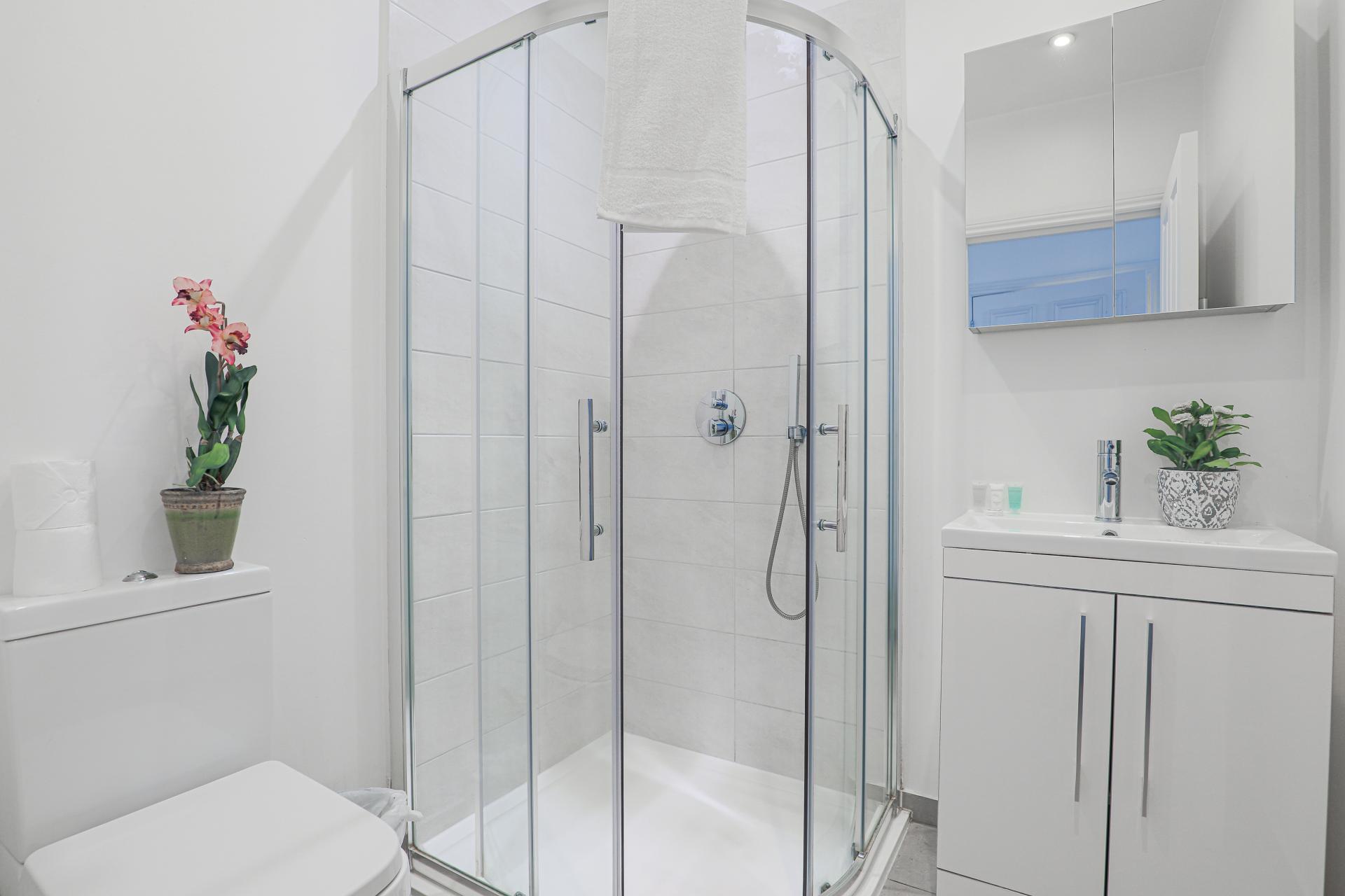 Shower at Notting Hill Ladbroke Grove Apartments, Ladbroke Grove, London - Citybase Apartments