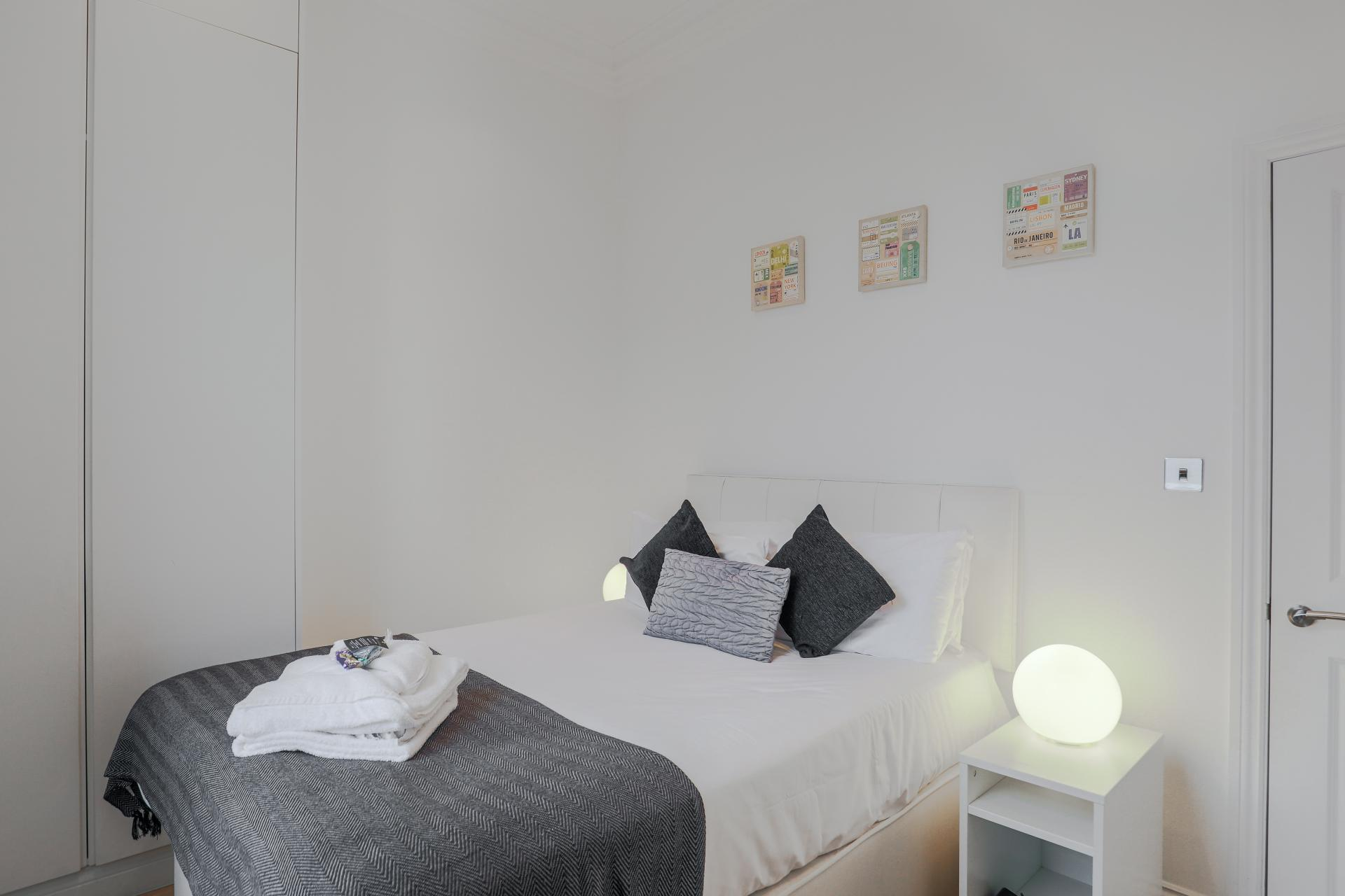 Bed at Notting Hill Ladbroke Grove Apartments, Ladbroke Grove, London - Citybase Apartments