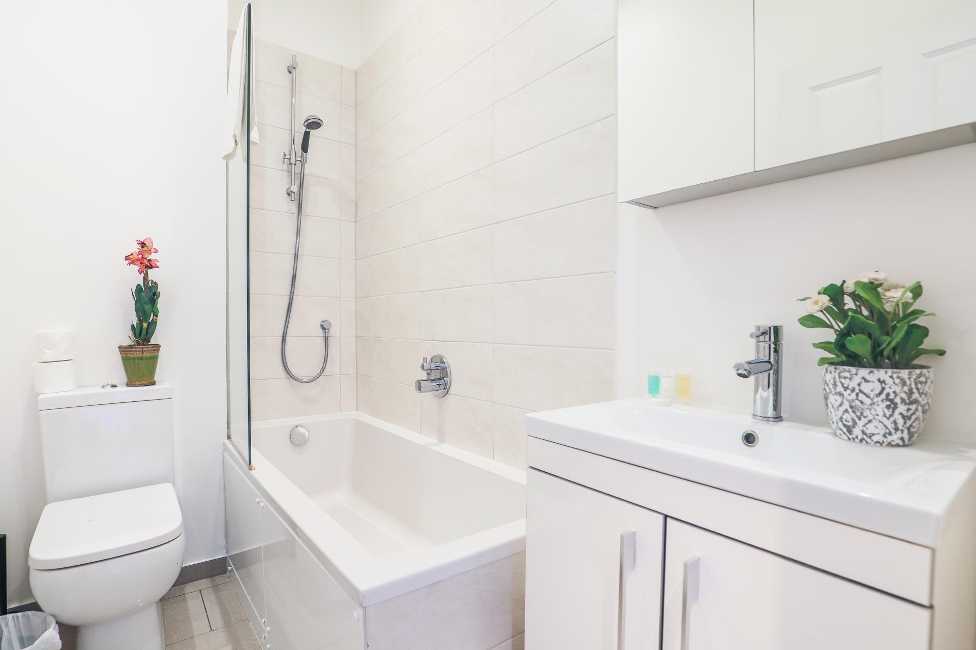 Bath at Notting Hill Ladbroke Grove Apartments, Ladbroke Grove, London - Citybase Apartments