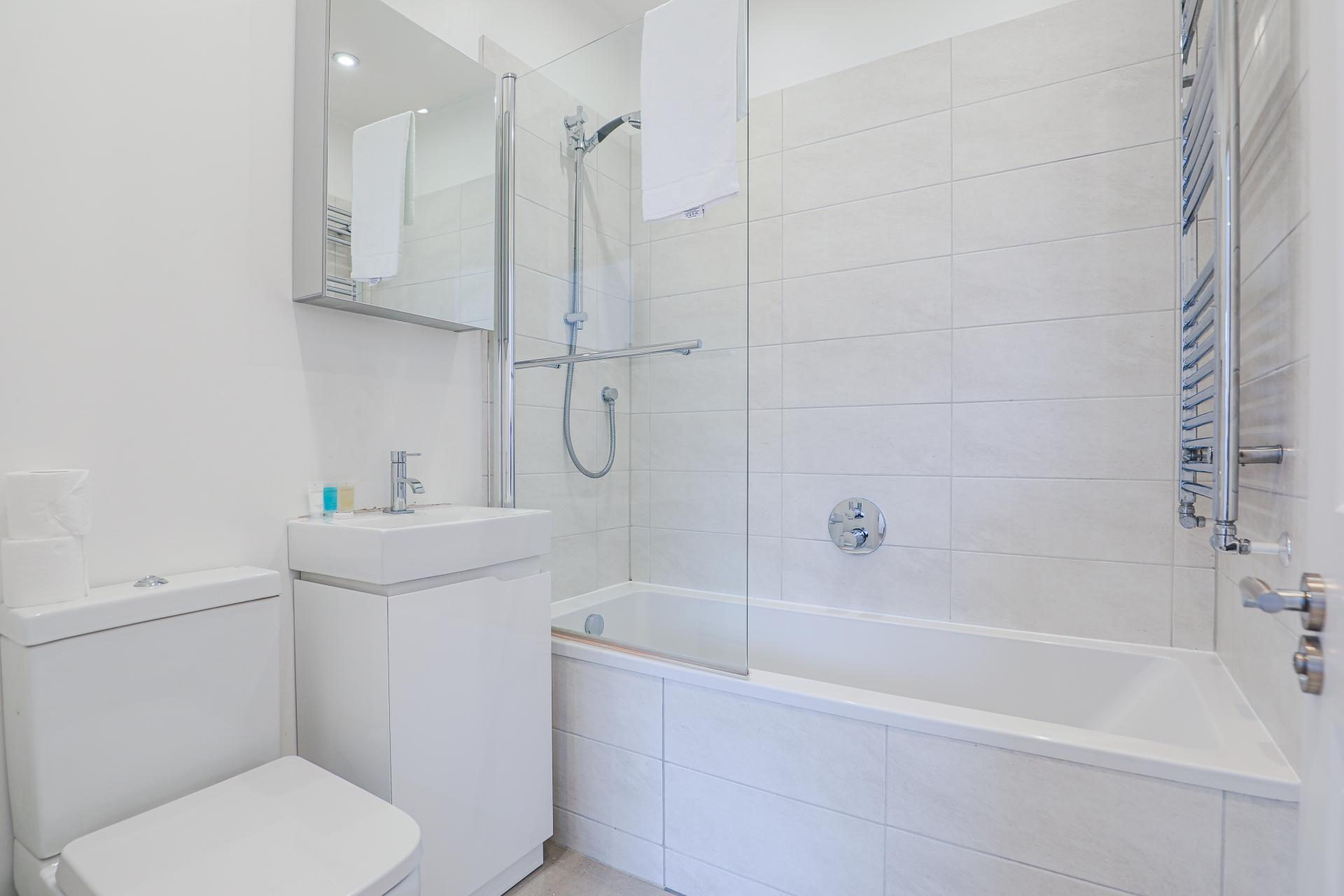 Toilet at Notting Hill Ladbroke Grove Apartments, Ladbroke Grove, London - Citybase Apartments