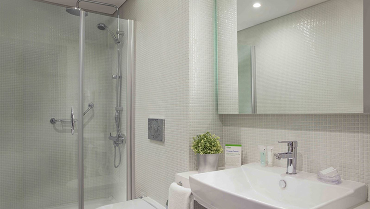 Bathroom at Burgu Arjaan Apartments - Citybase Apartments