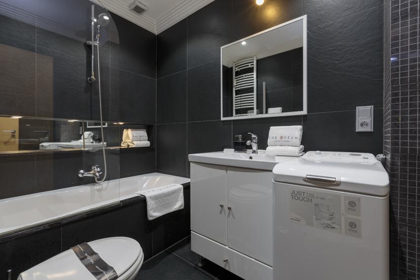 Bathroom at Villa Serena Apartments - Citybase Apartments