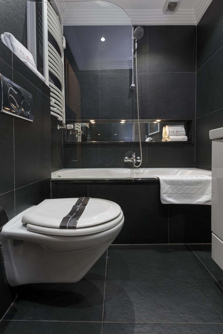 Bath at Villa Serena Apartments - Citybase Apartments