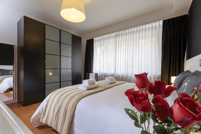 Spacious bedroom at Villa Serena Apartments - Citybase Apartments