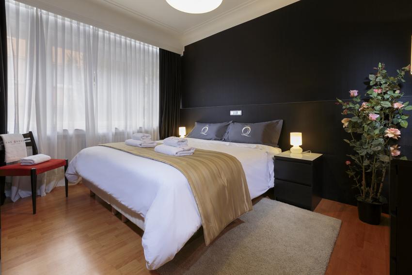 Cosy bedroom at Villa Serena Apartments - Citybase Apartments