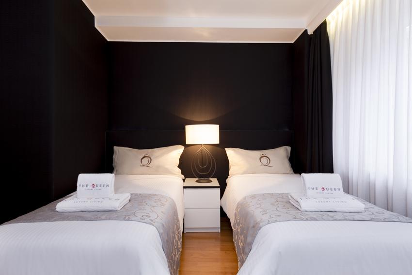 Twin beds at Villa Serena Apartments - Citybase Apartments