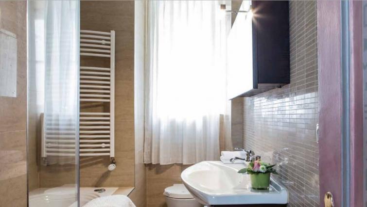 Modern bathroom at Gemma Apartment - Citybase Apartments