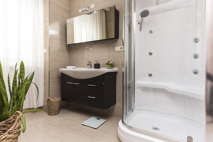 Shower atVilla Gemma Apartments - Citybase Apartments