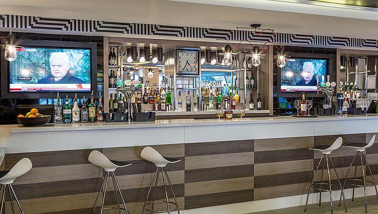 Bar at Watford Junction Apartments - Citybase Apartments