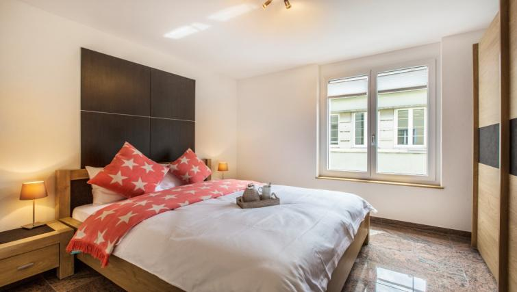 Double bedroom at Stampfenbachstrasse Apartments - Citybase Apartments