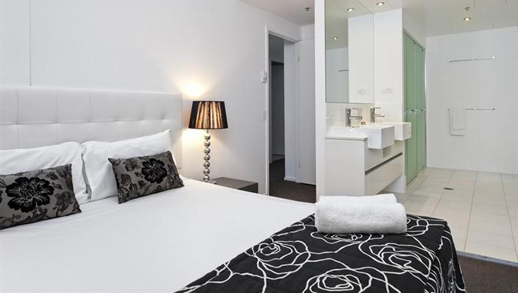 Double bedroom in 3 bed at Mantra on the Quay - Citybase Apartments