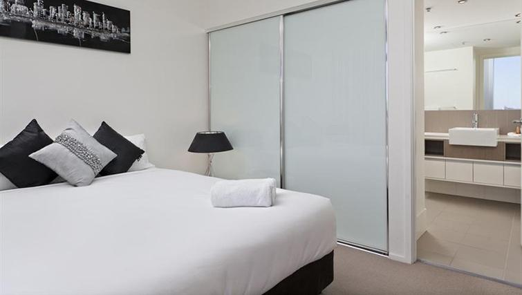 Double bedroom in 2 bed at Mantra on the Quay - Citybase Apartments
