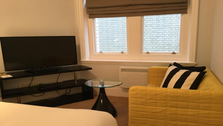 Lounge at Clarendon Burleigh Mansions - Citybase Apartments