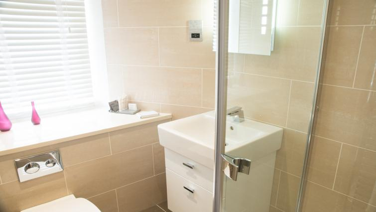Bathroom at Clarendon Burleigh Mansions - Citybase Apartments