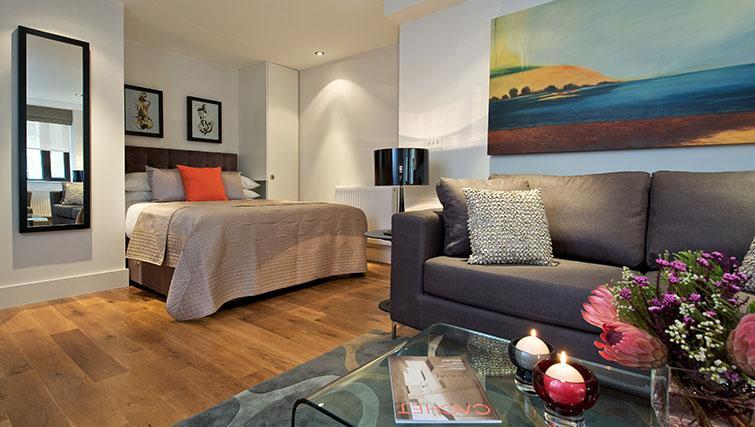Stylish living area at Fraser Residence City London - Citybase Apartments