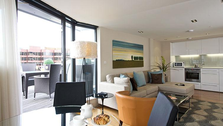 Modern room at Fraser Residence City London - Citybase Apartments