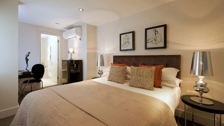 Double bed at Fraser Residence City London - Citybase Apartments