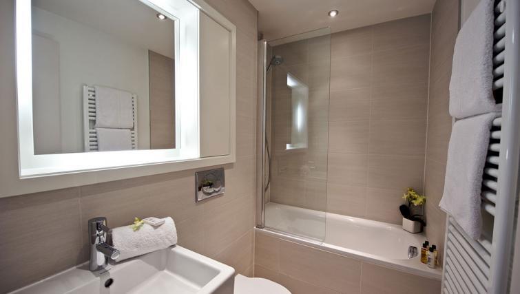 Bath at Fraser Residence City London - Citybase Apartments