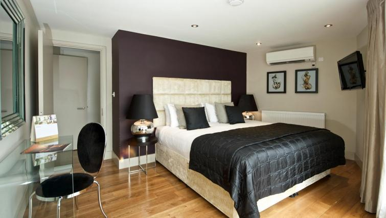 Bedroom at Fraser Residence City London - Citybase Apartments