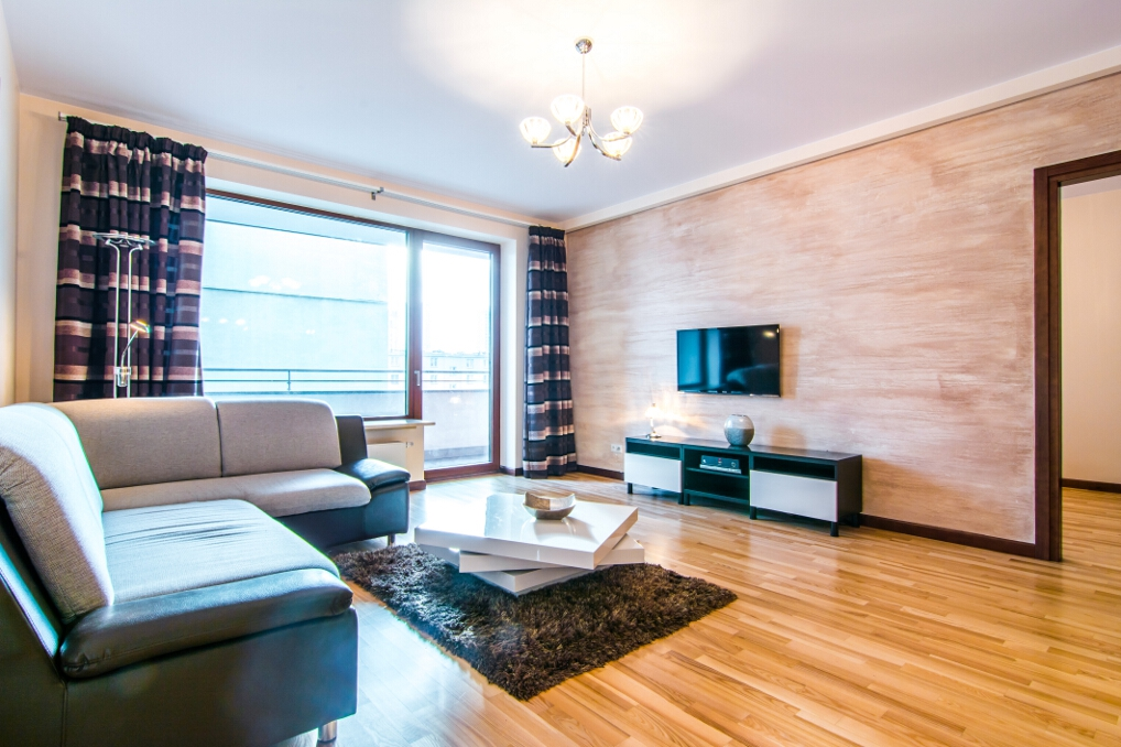 Large bed at Atelier Residence - Citybase Apartments