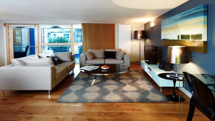 Stlish lounge at Fraser Residence Bishopsgate - Citybase Apartments