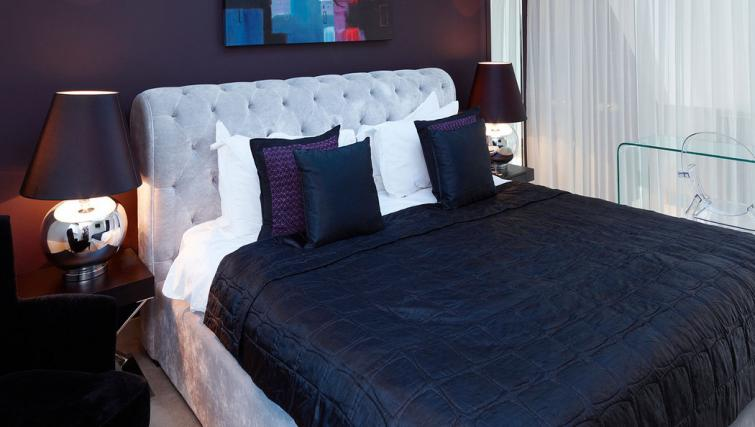Bed at Fraser Residence Bishopsgate - Citybase Apartments