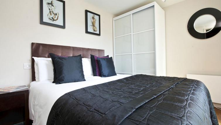 Bedroom at Fraser Residence Bishopsgate - Citybase Apartments