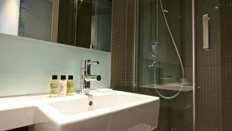 Bathroom at Fraser Residence Bishopsgate - Citybase Apartments
