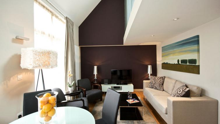 Living area at Fraser Residence Bishopsgate - Citybase Apartments