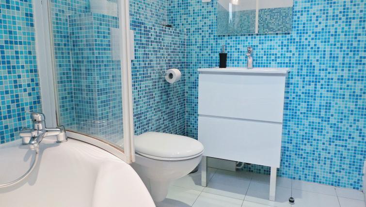 Bathroom at Apartments Du Marais - Citybase Apartments