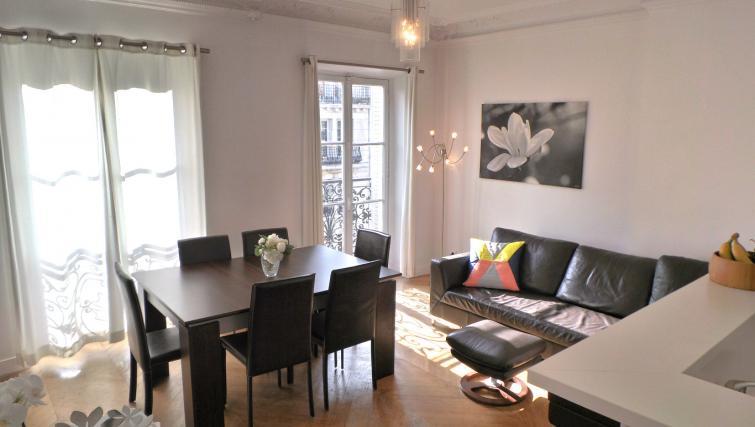 Dining area at Apartments Du Marais - Citybase Apartments