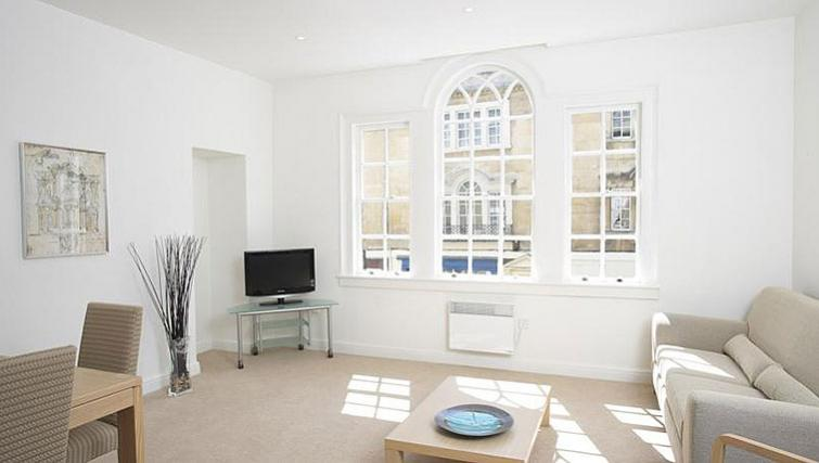 Vibrant living area in SACO Bath - St James's Parade - Citybase Apartments