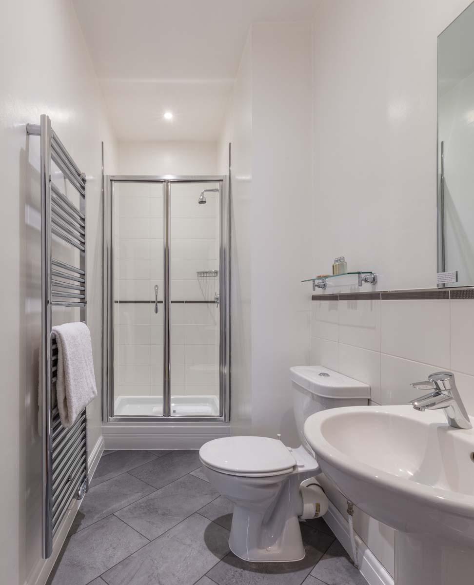 Bathroom at Saco Bath – St James's Parade - Citybase Apartments