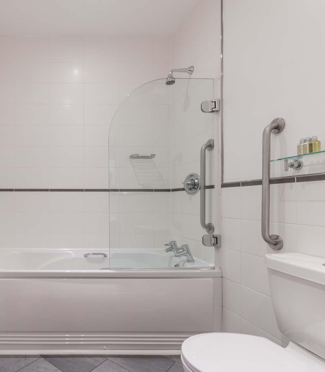 Bath at Saco Bath – St James's Parade - Citybase Apartments
