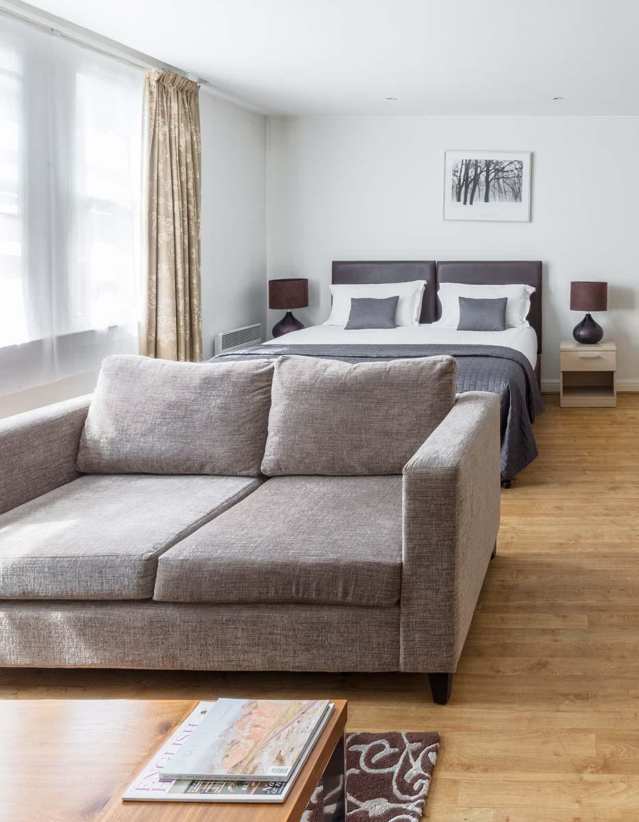 Bright bedroom at Saco Bath – St James's Parade - Citybase Apartments