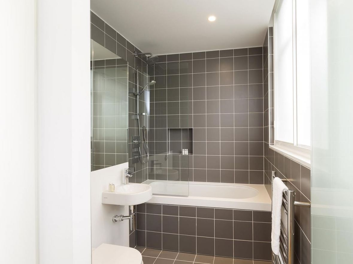 Modern bathroom at Holborn by Q Apartments - Citybase Apartments