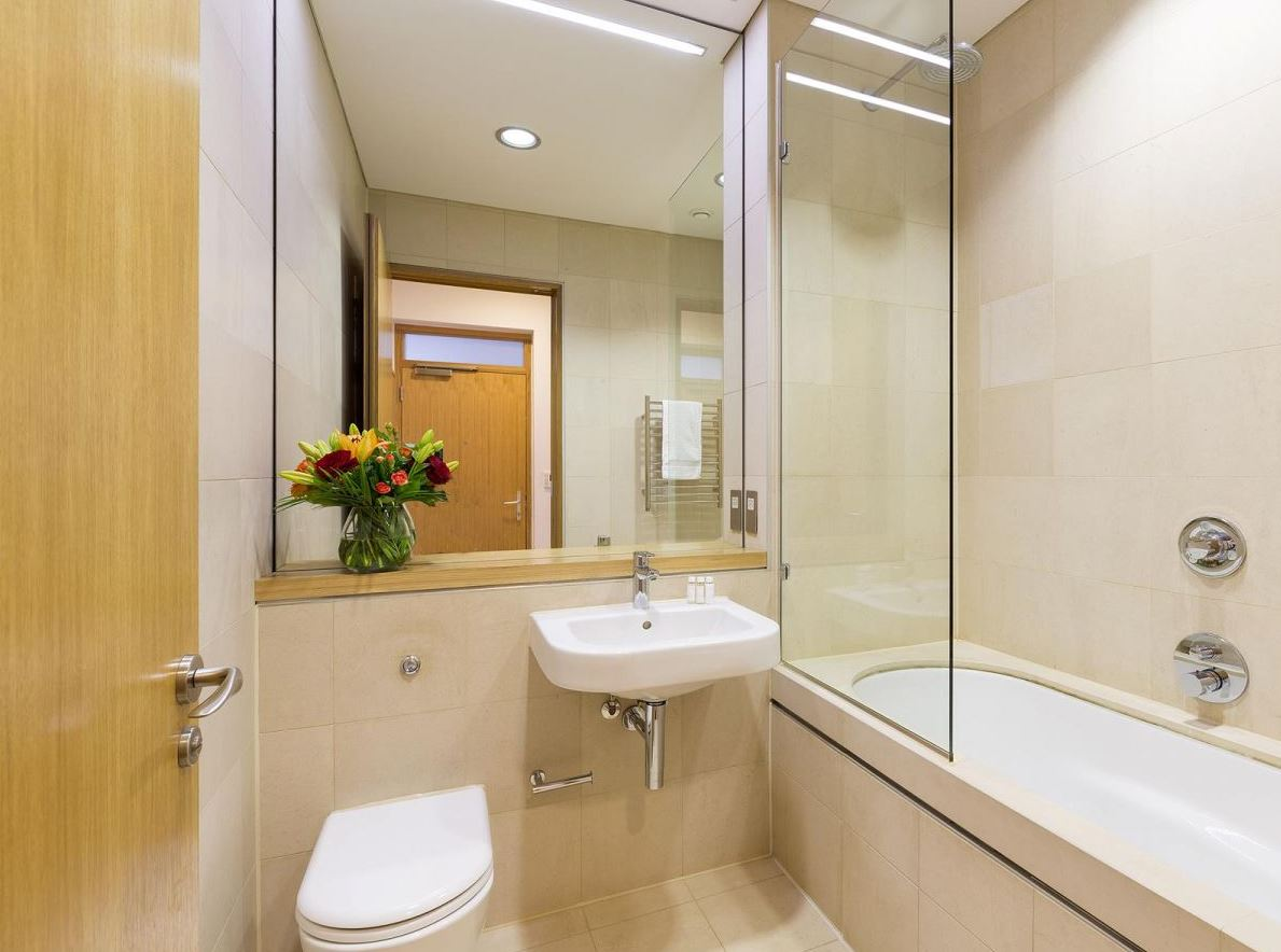 Bath at Holborn by Q Apartments - Citybase Apartments