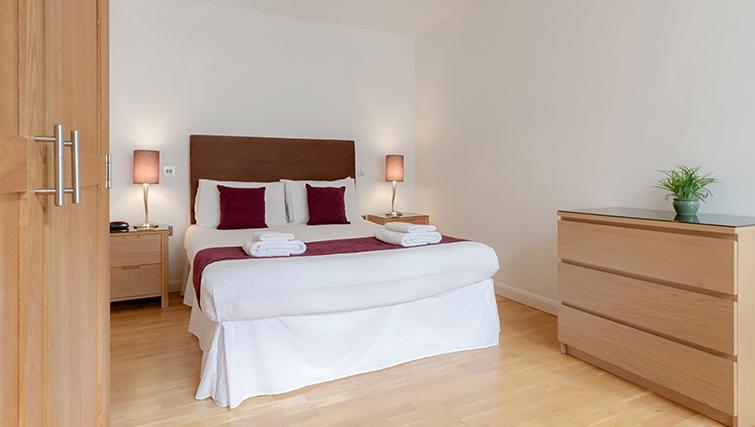 Double bedroom at Groveland Court Apartments - Citybase Apartments