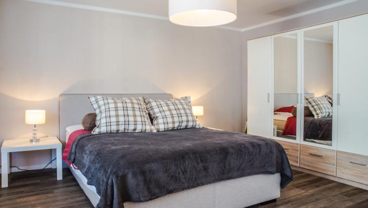Double bedroom at Gujerstrasse Apartments - Citybase Apartments