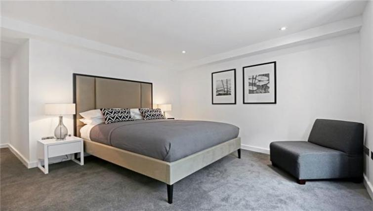 Double bed at Fetter Lane by Q Apartments - Citybase Apartments