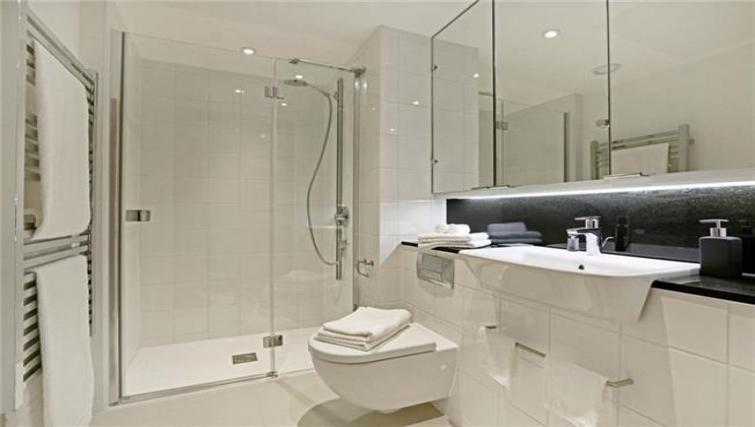 Shower at Fetter Lane by Q Apartments - Citybase Apartments