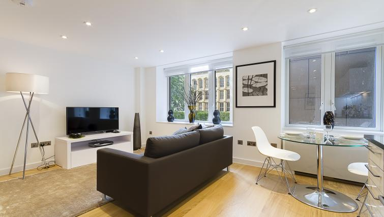 Living area at Fetter Lane by Q Apartments - Citybase Apartments